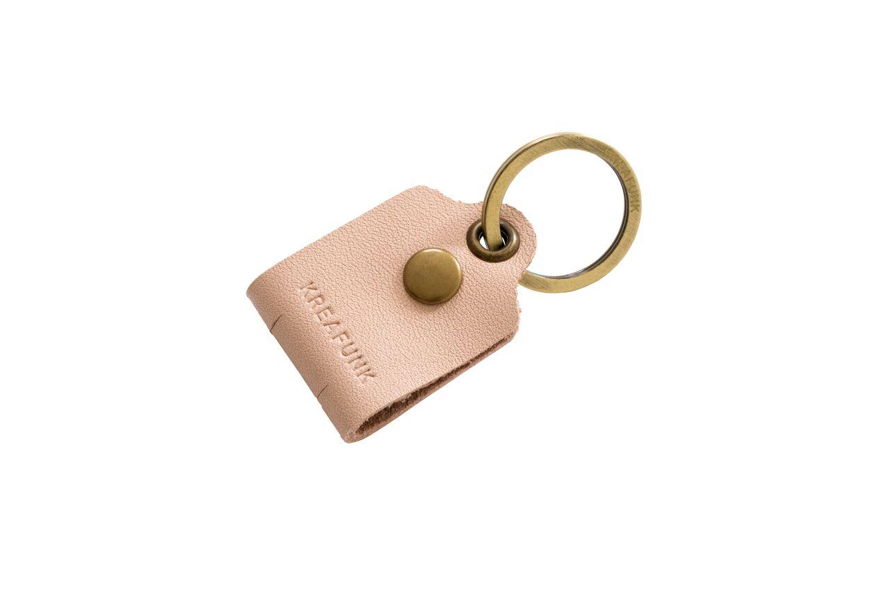Image of   Kreafunk c-TAG, Nøglering med kabelorganiser nude, læder